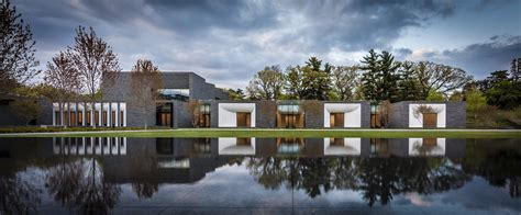 Lakewood Cemetery Garden Mausoleum / HGA Architects and