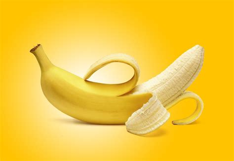 """Can You Eat Banana Peels? One Dietitian Says """"Yes"""" 