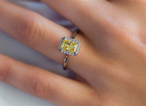 Halo Engagement Rings: Cheap and Trendy