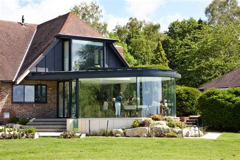 A dining room extension incorporating curved structural