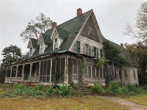 This $15,000 Georgia Fixer-Upper Needs a Knight in Shining