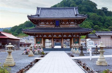 Japanese Buddhist temples will soon offer rooms to rent as
