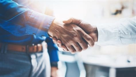 The Key to Interview Success Is a Firm Handshake