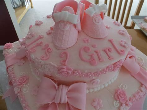 CAKES AND MORE: Baby Shower Cake It's a Girl!