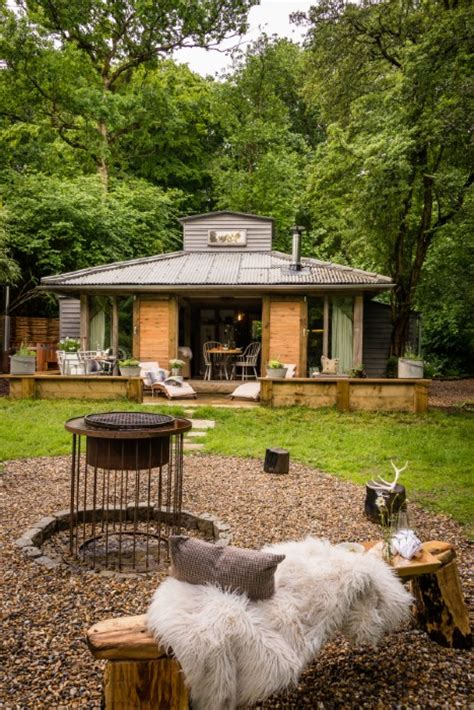 Dreamy luxury woodland cabin with hot tub in West Sussex