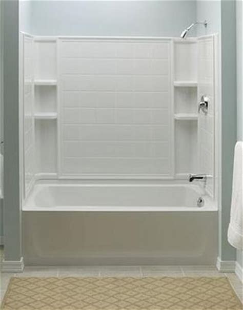 A Selection of Bathtub Shower Combinations and a Shopper's